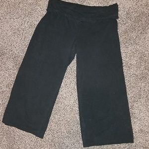 Mossimo black capri knee pants size medium